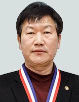 신봉철 (남, 53세 / 자영업)